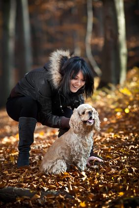 Ragazza e cocker spaniel